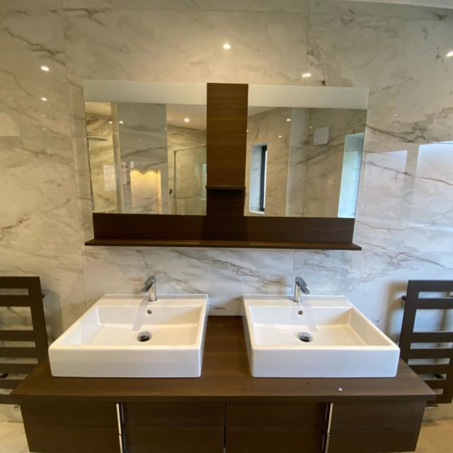 Double sink and double shower plus some great lighting details went into this amazing en-suite we built at our Mapperley extension/refurb project. Supplies from @plumblineltd @emctiles @tappertiling working his magic🔥#bathroomdesign #bestoftheday #onthetools #nottinghamconstruction #nottinghambuilders @jewsonuk @gibbsanddandynottingham #sitesnaps @federationofmasterbuilders