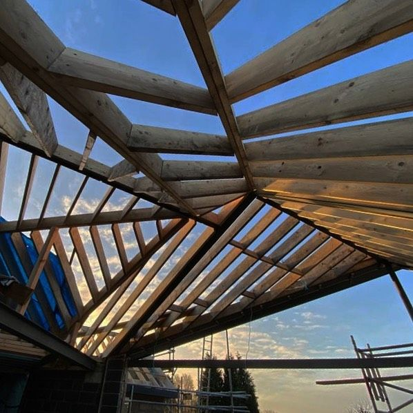 Roof Goals - ☑️ 20+ structural steels, loads of timber, serious amount of head scratching, massive team effort!  #construction #nottinghambuilders #vaultedceiling #structuralbeams @jakeegginton @maxcurzon @adriancropper @jamesowen1999 @burrows_karen